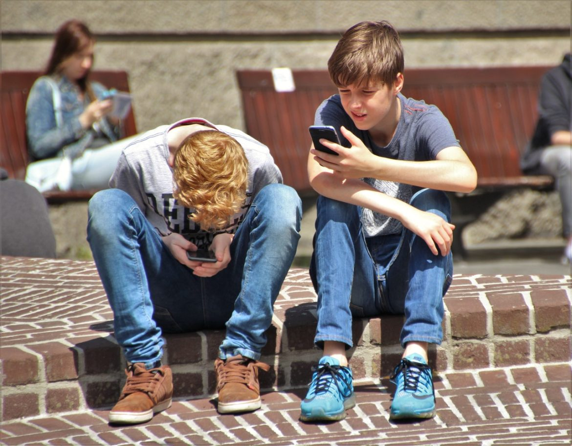 children and smartphones