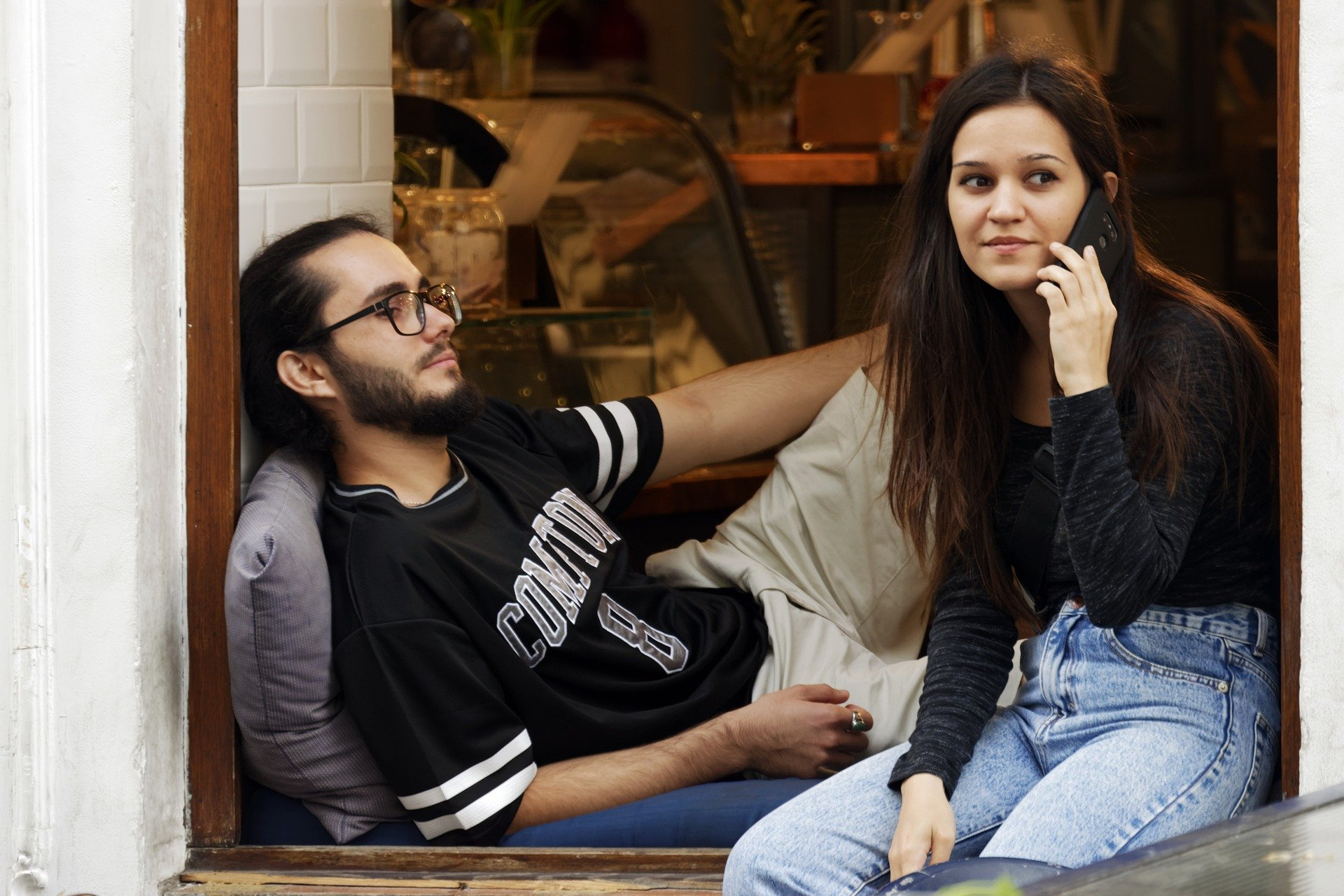 Low satisfaction in a relationship can be thanks to phubbing